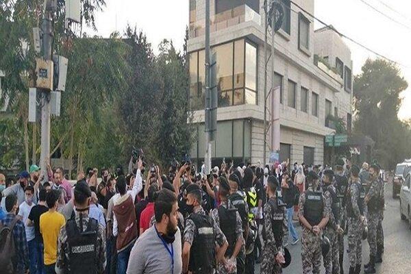 اردنی ها مقابل سفارت فرانسه در امان تظاهرات کردند