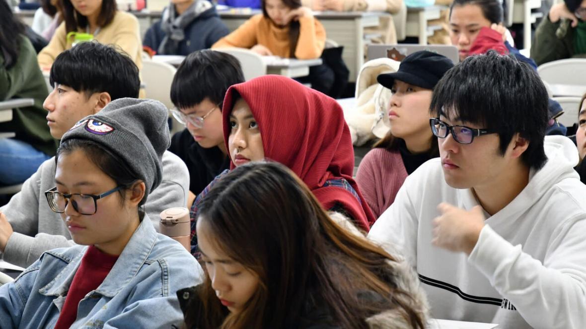 خبرنگاران دولت ژاپن ورود تجار و دانشجویان خارجی به کشور را تسهیل می نماید
