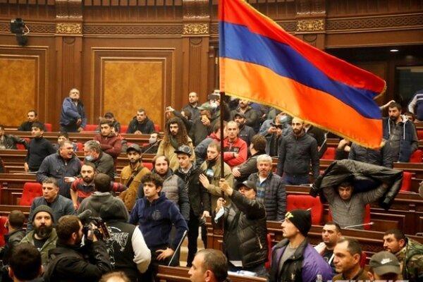 مجلس ارمنستان به دست معترضان افتاد