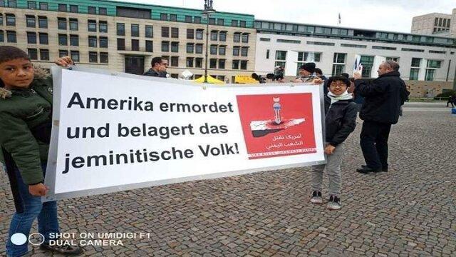 تجمع اعتراضی مقابل سفارت آمریکا در برلین در محکومیت جنگ یمن