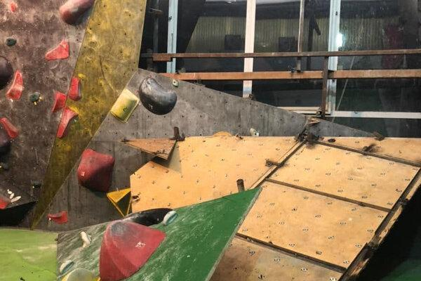 تخریب سالن به خاطر اختلاف دو فدراسیون، شیشه همسایه را شکستند!
