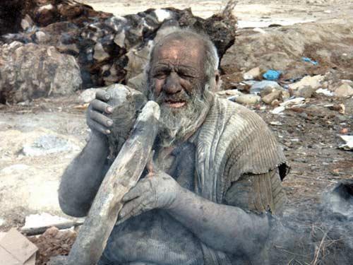 انسان غارنشین زنده در شیراز! ، عکس