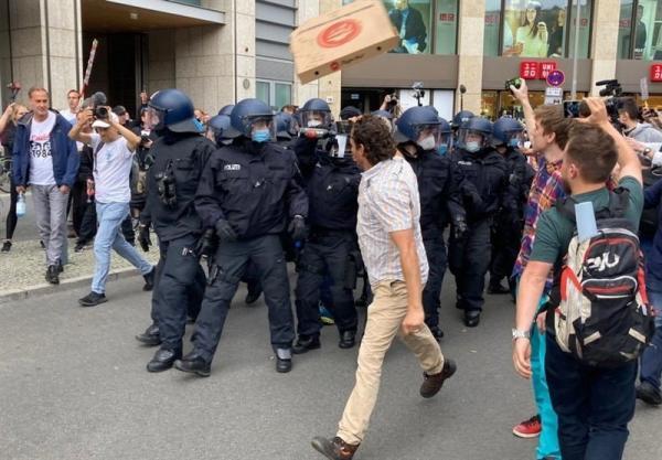 برگزاری اعتراضات خشونت بار ضد قواعد کرونایی در برلین